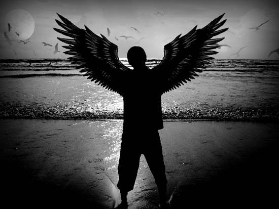 Бесплатные фотостоки - пример фото человека-ангела с крыльями с фотостока Stockvault.