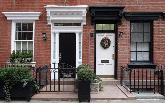 Бесплатные фотостоки - пример фото парадной дома в Англии с фотостока PhotoPin